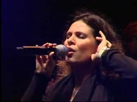 Aline Barros Ressuscita me ao vivo.