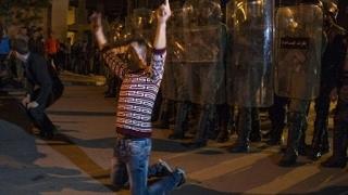 صدامات بين الشرطة والمحتجين في الحسيمة وزعيم الحركة الاحتجاجية بات مطلوبا