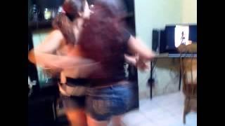 Hermanas bailando