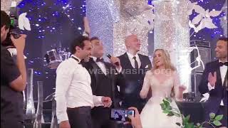 أغنية كوميدية هدية من أكرم حسنى ل أحمد فهمى وهنا الزاهد فى حفل زفافهم😂😂😂