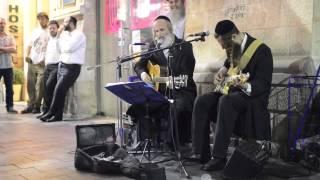 Jewish men singing Pink Floyd