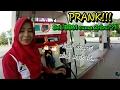 Download Video PRANK!!! Ekspresi petugas POM ketika beli BBM cuma 2ribu?|| godain Mbak Reka || yunius motovlog 3GP MP4 FLV