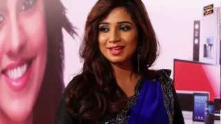 Shreya Ghoshal singing a different tune With Jogi C at The 5th Royal Stag Mirchi Music Awards