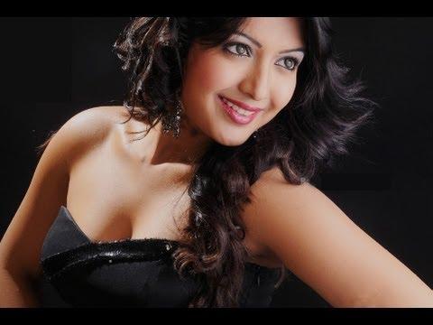 Catherine tresa hot show - Iddarammayilatho actress