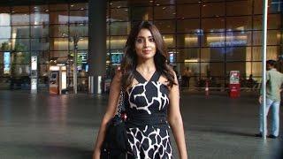 Shreya Saran Spotted At Airport