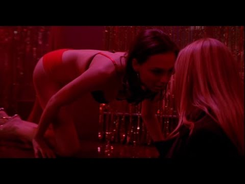 Scène du baiser lesbien d'Anna Torv