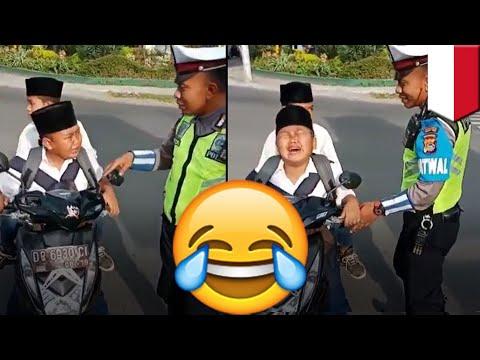 Xxx Mp4 Bocah SMP Dihadiahi Sepeda Setelah Ditilang Karena Naik Motor TomoNews 3gp Sex