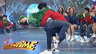 It's Showtime: Vice Ganda & Hashtag Nikko's intimate dance