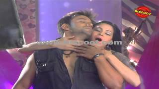 Veena Malik's Hot & Bold live Scene | Making of Silk movie