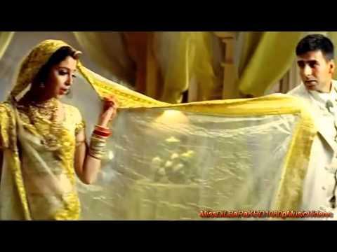 Mujhe Pyaar Do - Ab Tumhare Hawale Watan Sathiyon (2004) *HD* 1080p Music Video
