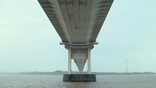 How Do Bridges Withstand High Winds?