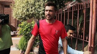 Mohammad Amir, Pakistani pacer broke down infront of teammates