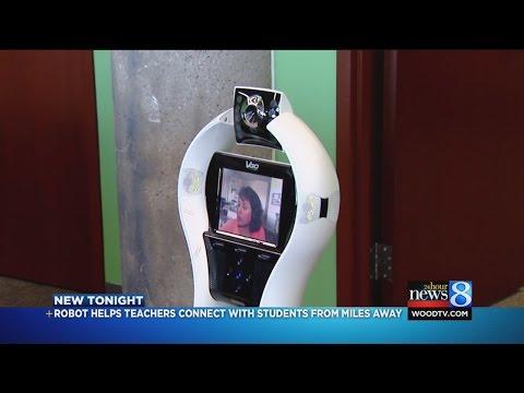 Robot teacher helps students at GR school