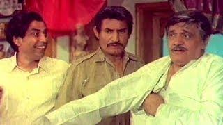 Jeevan, Om Prakash, I. S. Johar, Teen Chor - Scene 1/11