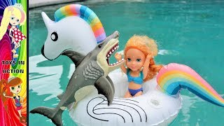 Anna and Elsa Toddlers Shark Attack! Frozen Elsya Annya Vacation Barbie Swimming Pool Toys Floaties
