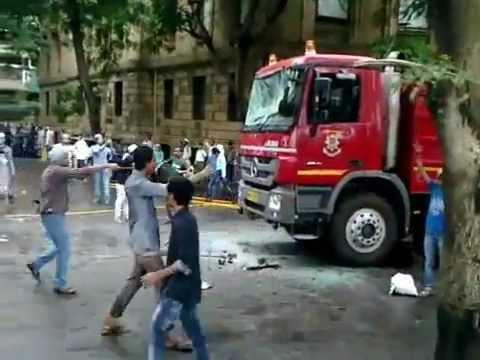 Azad Maidan Mumbai Protestor attacking on Fire Truck