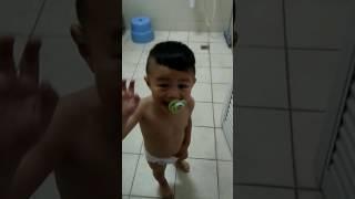寶貝兒子洗澡去