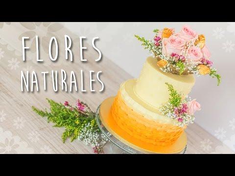 Decoración de tarta con flores naturales Quiero Cupcakes