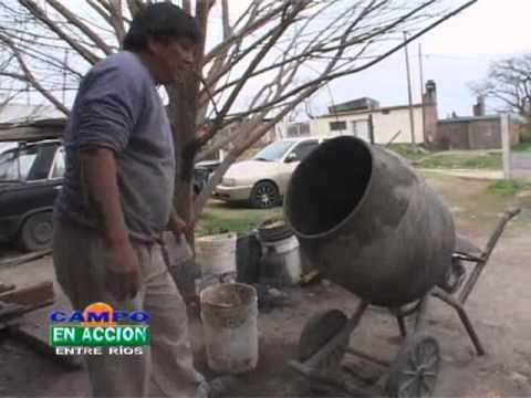 Hacedores en acción José Monjes lleva adelante la fábrica de paneles de cemento La Academia