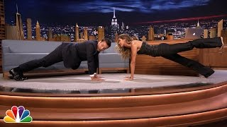 Gisele Bündchen Shows Jimmy Planking Exercises