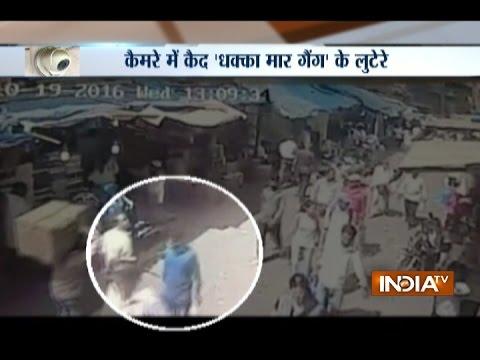 Caught on Camera: 'Dhakka Maar' Gang Loot People in Broad Day-light