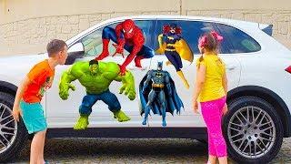 وجدت علي وأدريانا سيارة الأبطال الخارقين!!!