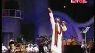 Hans Raj Hans sings 'yara sili sili' at Lata Ji's 75th birthday