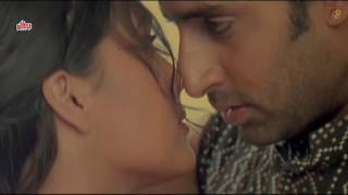 Lara Dutta and Abhishek Bachchan's Hot Kissing Scene from Mumbai Se Aaya Mera Dost