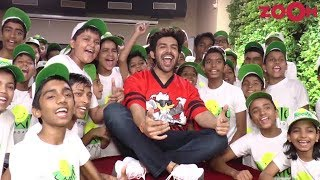Kartik Aryaan celebrates Children
