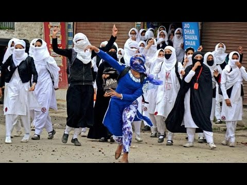 Stone-throwing Kashmiri girls defy Indian armed forces. @Office_AQPk