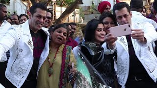 Salman Khan HUGS his female fan and takes selfie During Dabangg 2 Promotion