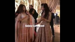 Sajal Ali & Mawra dancing at Urwa's wedding