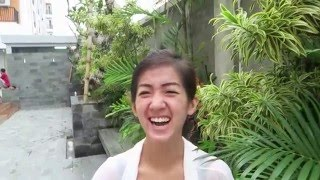 Indonesian girls try Dutch drop!