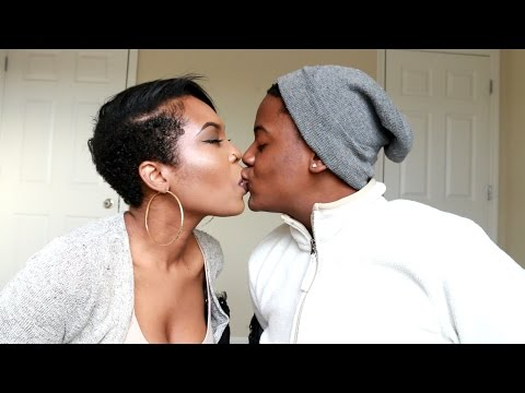 OUR FREAKY NO HANDS KISSING CHALLENGE !!