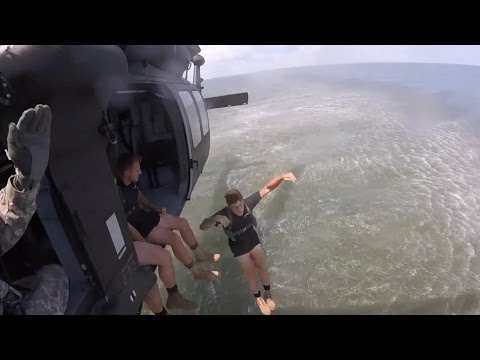 watch U.S. Army Rangers conduct water insertion training