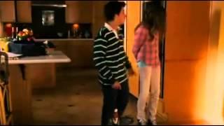 Olha a reação do namorado após ver a menstruação da namorada.