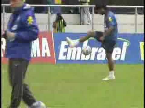 Ronaldinho training skills !