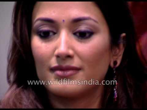 Xxx Mp4 Ashutosh Gowariker And Actress Gayatri Joshi At Premiere Of Film Swades 3gp Sex