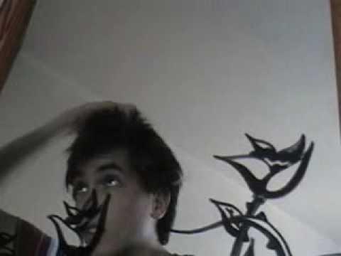 ¿Cómo peinarte al estilo emo si tu cabello no es muy largo