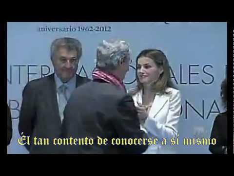 Graves errores de protocolo la princesa Letizia entregando premios