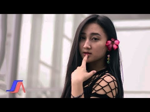 Sandrina - Goyang Dua Jari ( Official Lyric Video ) mp3