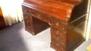 Antiek bureau met geheime lade.