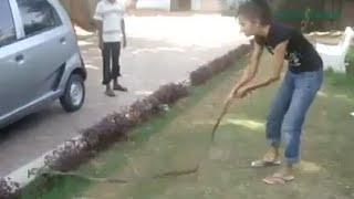 Unbelievable! Girl playing with Dangerous snake (Hot video)HD 1080p