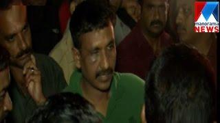 Locals attack SI who regularly visit serial actress | Manorama News