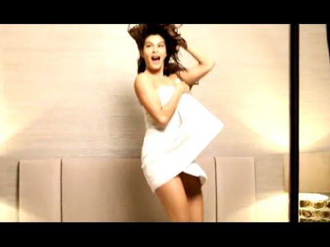 BOLD Bollywood Actresses Poses In Towel | Sunny Leone, Jacqueline Fernandez & Aishwarya Rai