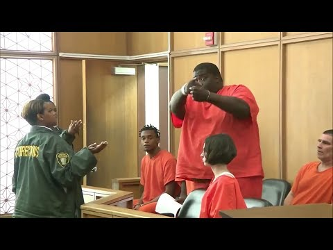 Courtroom outburst, Man threatens to kill Republicans