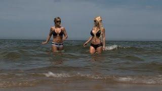 """Die große Reportage """"Annina und Jana -- Zwei Glamourgirls auf EM-Trip (Teil 2)"""