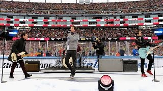 """Simple Plan sings """"O Canada"""" at 2016 Winter Classic"""
