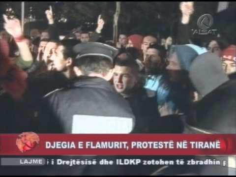 Tiranë Digjet flamuri serb në shenjë proteste
