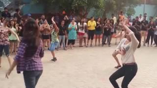 Kadhalan movie-Mukkala MUkkapula song public place dancing girls